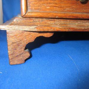Antiek eiken naaikistje met klep en lade met blokkering - begin 19e eeuw