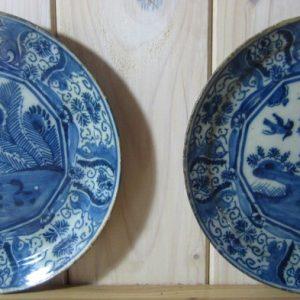 Twee antiek Delftse borden - 18e eeuw